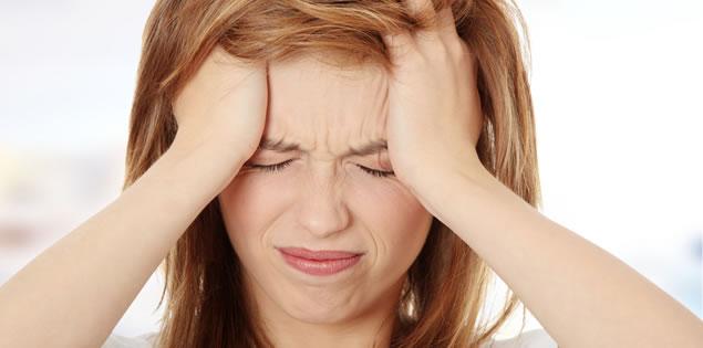 huvudvärk bakom vänster öga