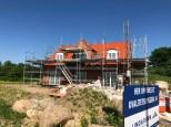 Nybygget hus med stillads