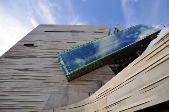 Morphosis Dallas Science and Nature Museum photo by Bob Borson