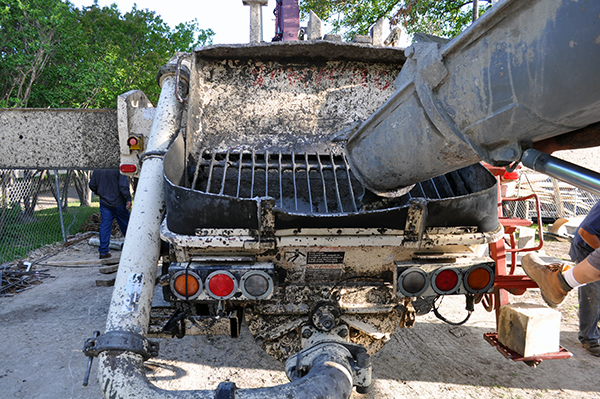 KHouse Modern loading concrete into pump truck