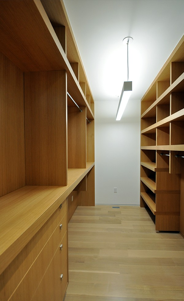 KHouse Modern Master Closet