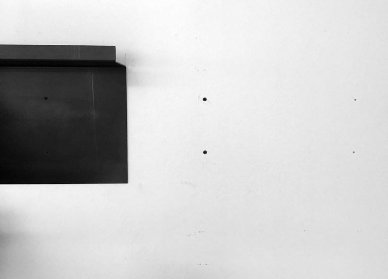 Metal Shelf - Recessed wall anchors 01