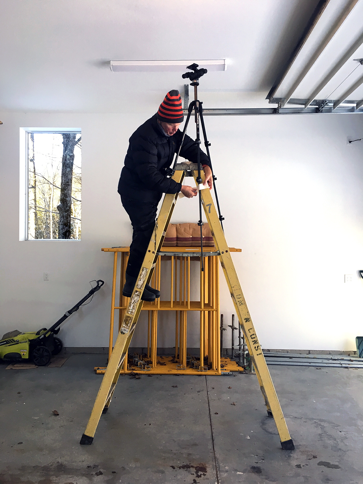 Poul Ober rigging up a ladder