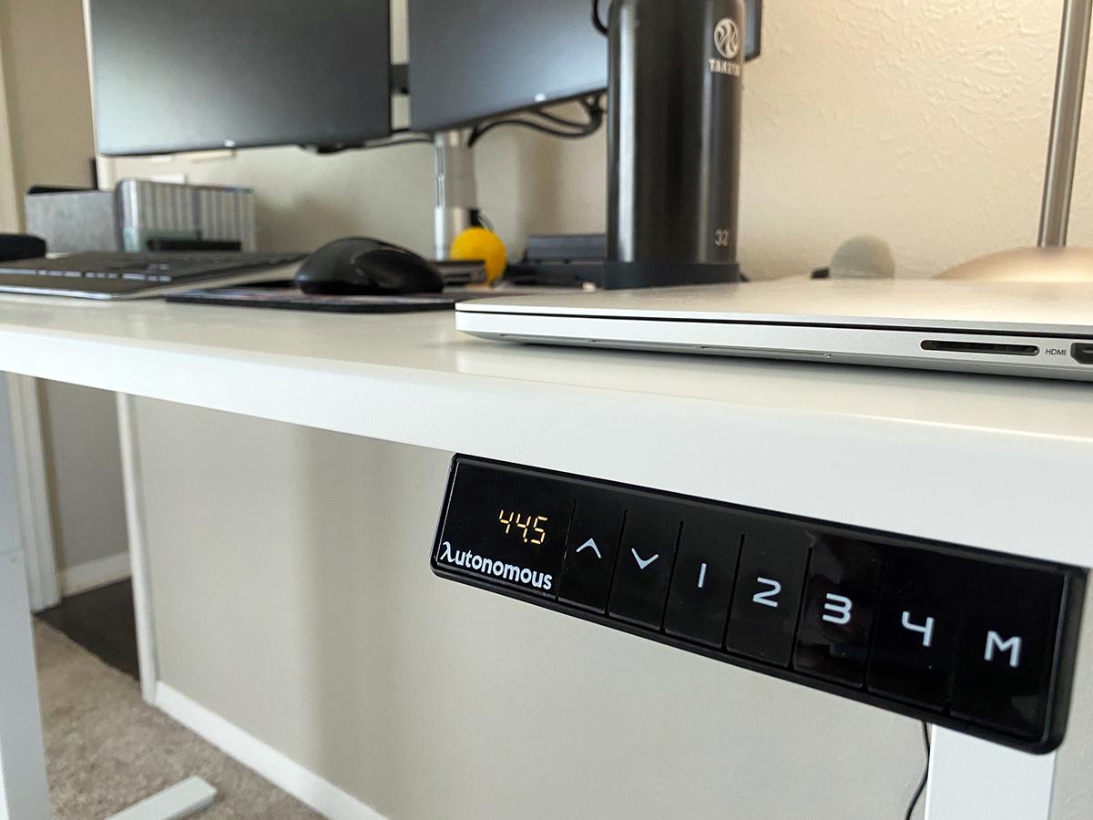 Autonomous AI Stand Sit Desk memory controls