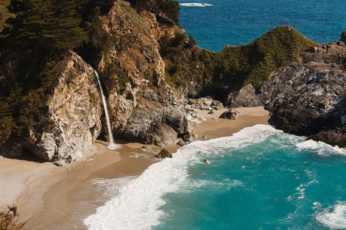 McWay Falls, Big Sur. Photo: King of Hearts / Wikimedia Commons / CC-BY-SA-3.0