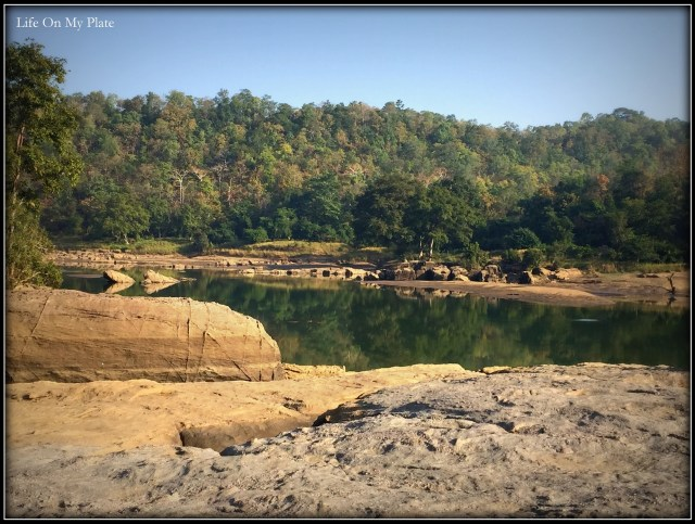 Picnic spots & scenic breakfasts… perched atop a pile of volcanic rock overlooking a stream, deep in the midst of the Satpura Tiger Reserve
