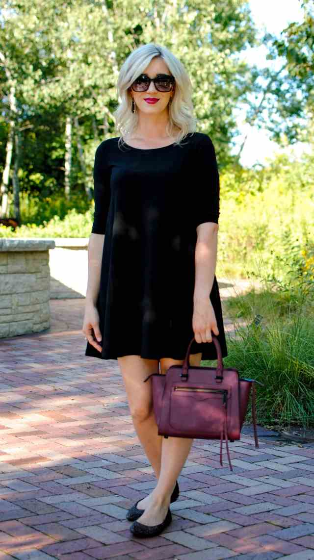 wine color handbag, black dress