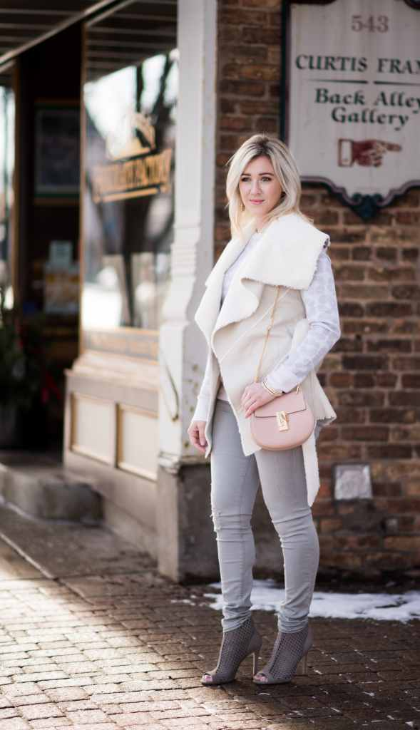chloe drew pink bag, cream vest, frame grey denim