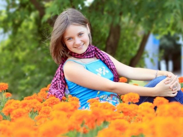 Cute-girl-sitting-in-Garden-1024x768