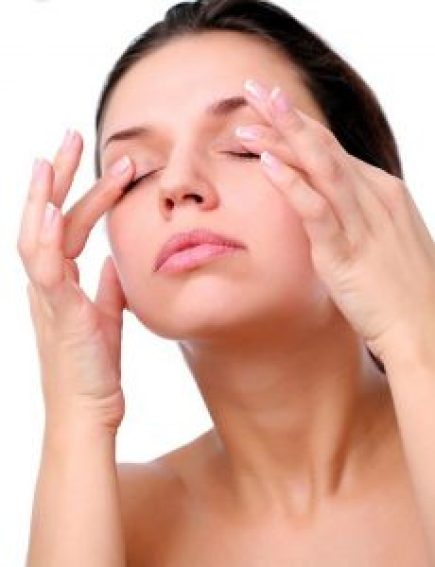 massage your eyes - light effects on eyesight | Lifestan