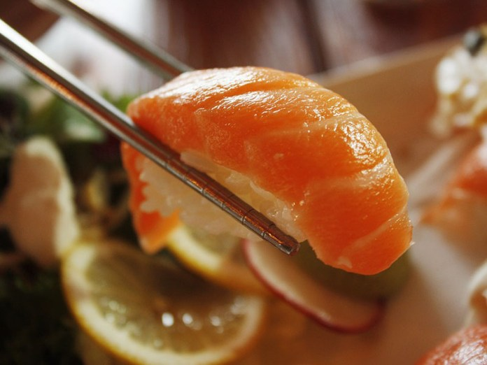 sushi ricetta salmone