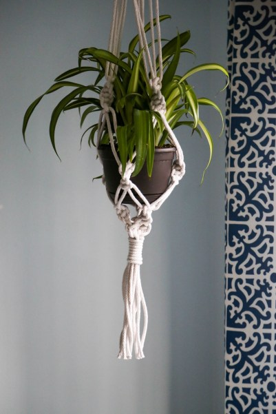 diy hanging plant holder macrame knots blue curtain