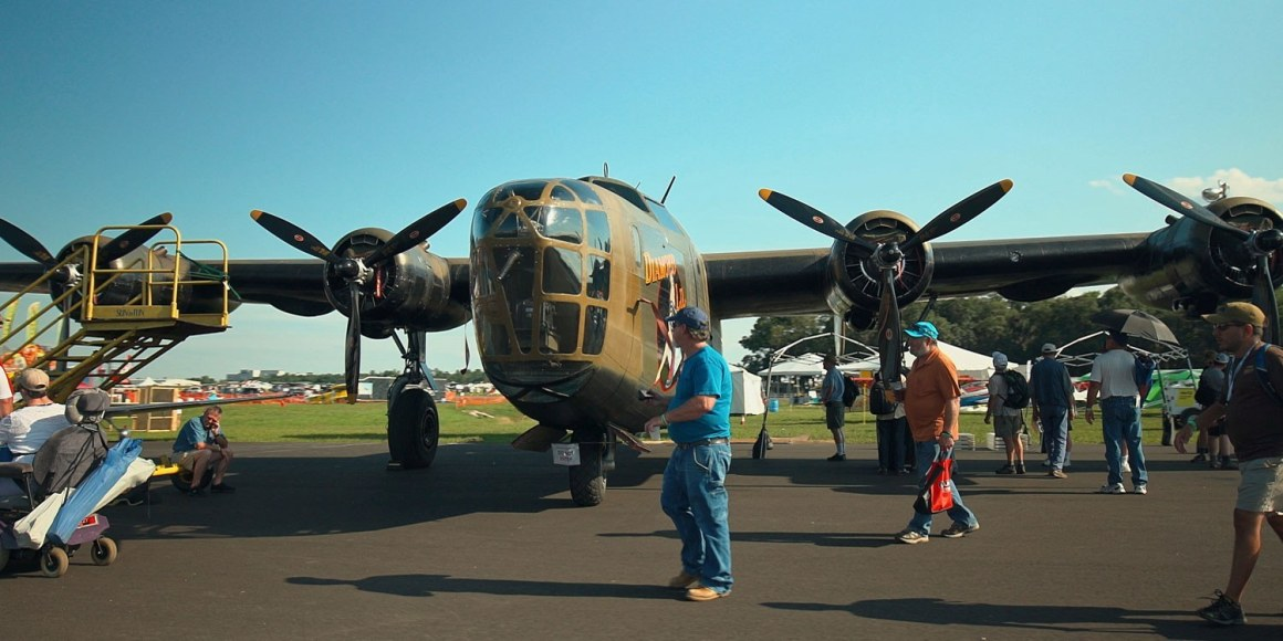 SUN-n-FUN-International-Expo-Fly-In-Visitors-and-Planes-Lakeland-Central-Florida