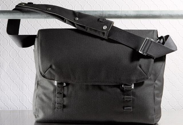 Nau Motil Commuter Messenger Bag