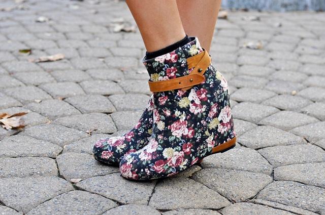 80%20 Tessa Ankle Boot - Black Rose
