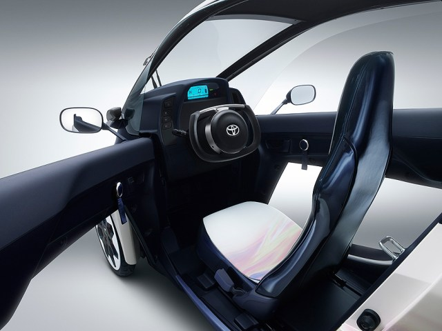 TOYOTA i-ROAD Electric Personal Mobility Vehicle_4