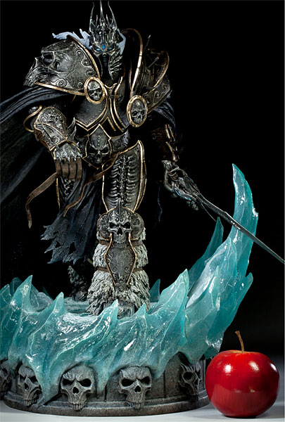 World of Warcraft Arthas Limited Edition Deluxe Statue_2