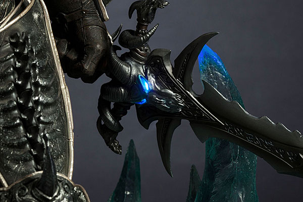 World of Warcraft Arthas Limited Edition Deluxe Statue_9