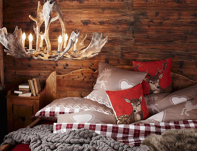 Rustic Charm: Festive Décor & Furnishings at MYHABIT