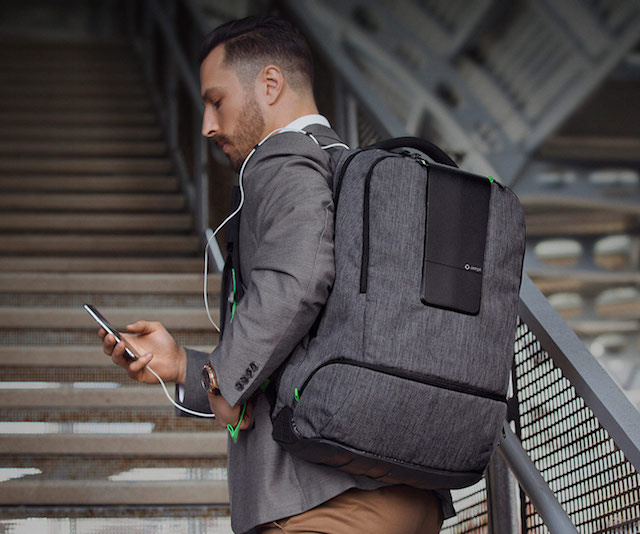 AMPL SmartBag: Backpack with Built-in Battery