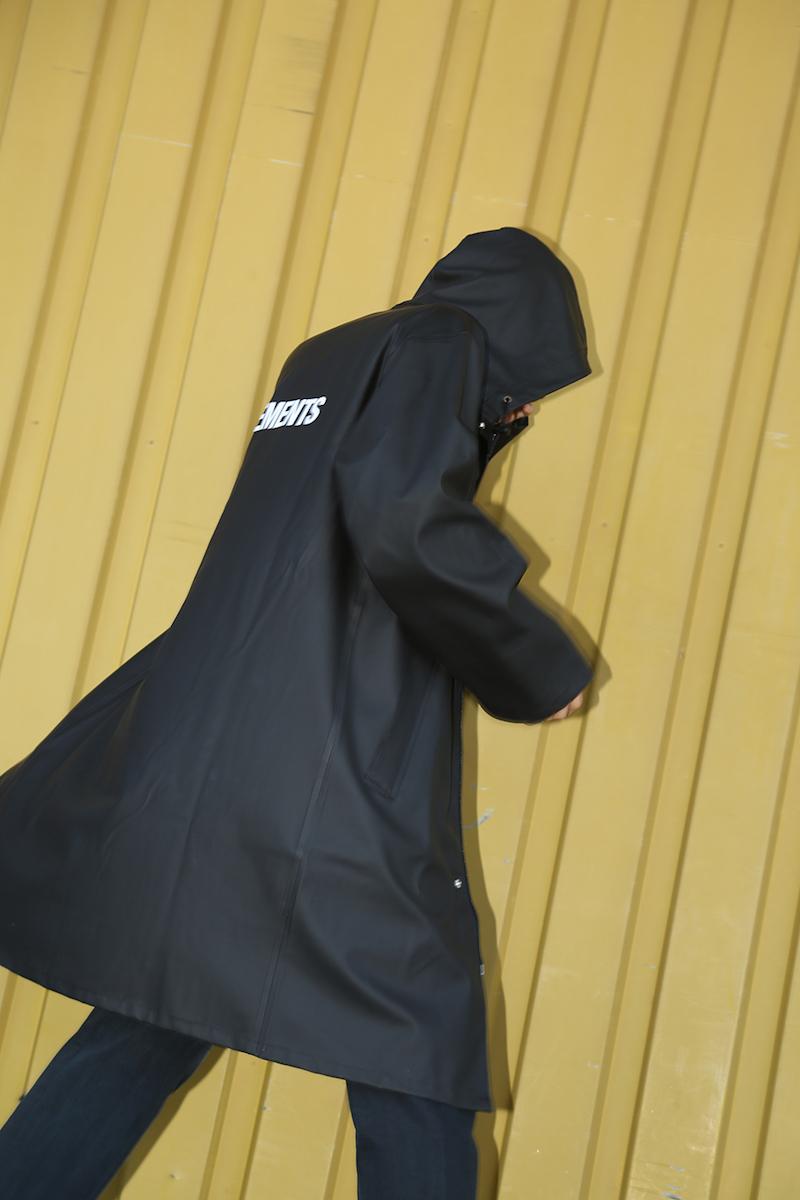 Vetements Vetements Logo Raincoat in Black