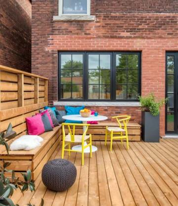 defining backyard space with seating