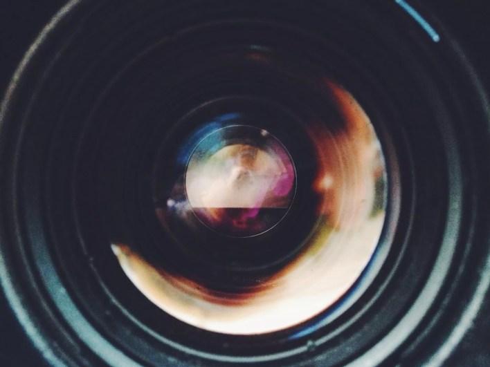 صورة مقربة لعدسة الكاميرا