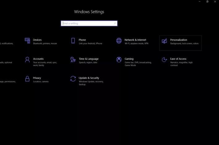 لقطة شاشة تعرض قائمة الإعدادات الرئيسية لجهاز كمبيوتر يعمل بنظام Windows 10 وموقع زر القائمة الفرعية للتخصيص.