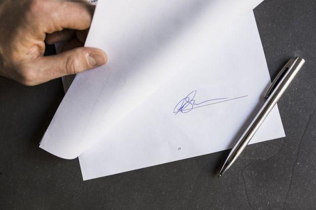 Hasil gambar untuk signature at paper