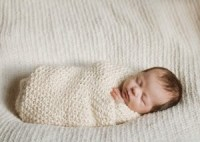 how to swaddle a baby