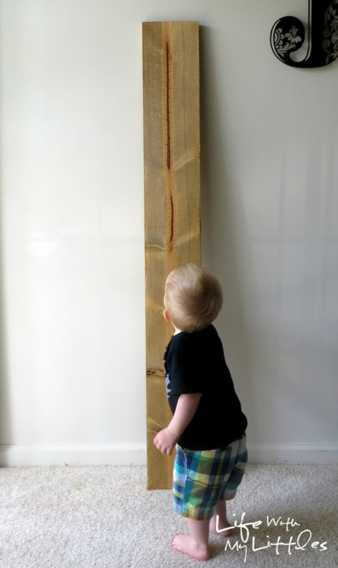 Easy DIY Growth Ruler: A cheap handmade growth chart that is simple and looks great in any room. The perfect way to chart your kids' growth!