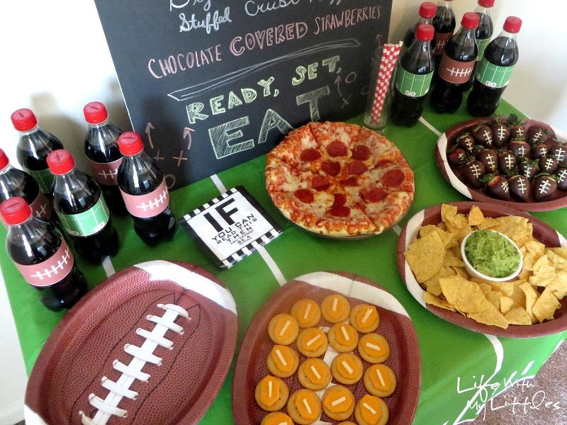 Dress up your Coca-Cola bottles with these free football bottle sleeve printables! Plus some great ideas for your game day food table!