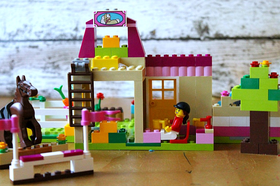 Let your Young Makers create with LEGO® JUNIORS