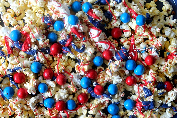 Capt America Popcorn #HeroesEatMMs #CollectiveBias