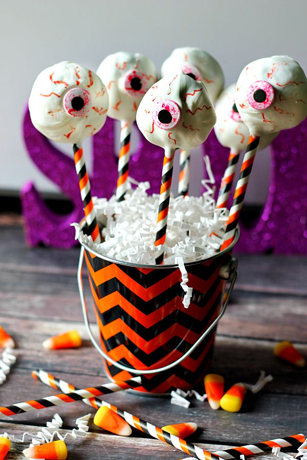 Eyeball  Cookies and Cream Pops