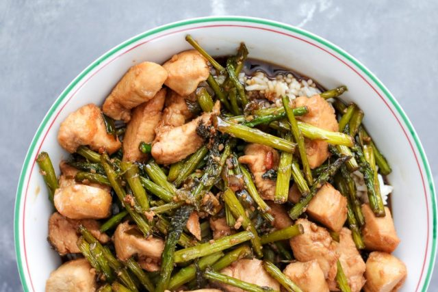 Chicken and asparagus with Minute Rice (1 of 1)
