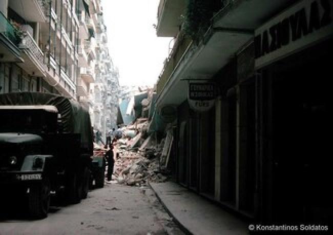 Σπάνιες φωτογραφίες από τον καταστροφικό σεισμό των 6,5 Ρίχτερ που συγκλόνισε τη Θεσσαλονίκη το 1978