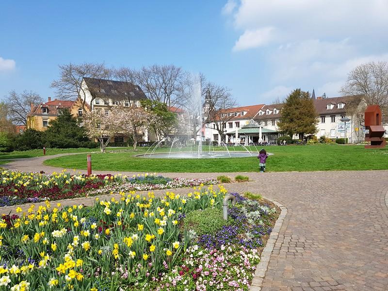 Primavera em Ettlingen - A praça e chafariz em Stadtgarten Ettlingen