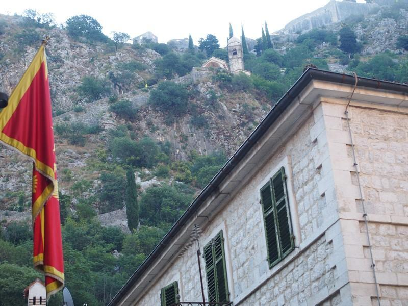 Kotor Montenegro - Muralhas antigas e a igreja da Nossa Senhora da Saúde