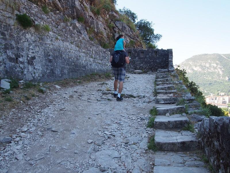 Kotor Montenegro - Caminhando pela muralha antiga de Kotor
