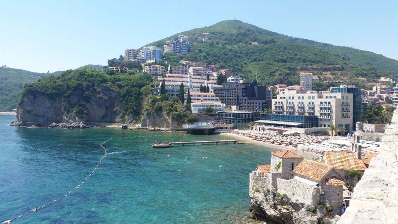 Budva Montenegro - Vista da praia a partir da Citadela de Budva