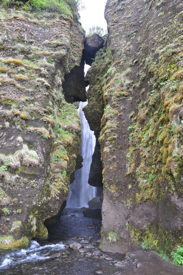 viagem islandia seljalandsfoss - cachoeira escondida