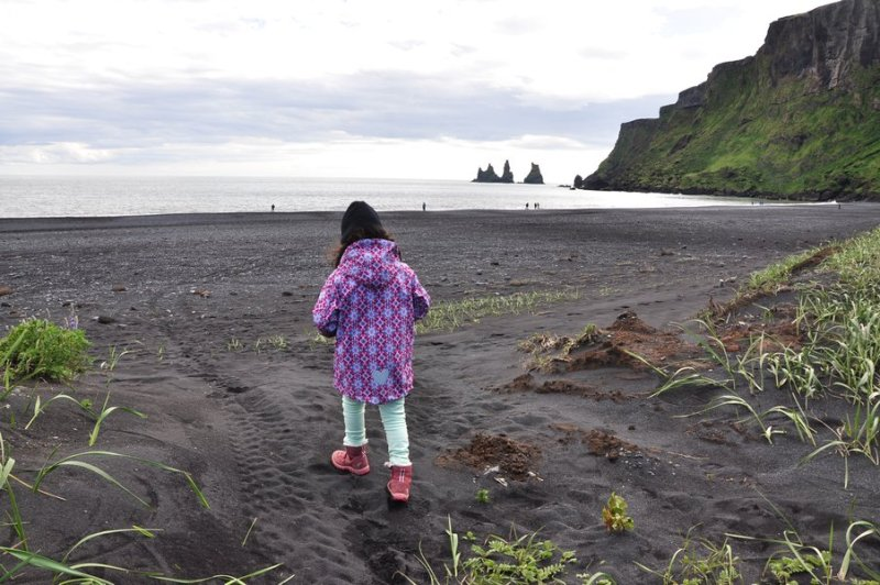 viagem islandia vík í mýrdal - praia Víkurfjara da areia preta