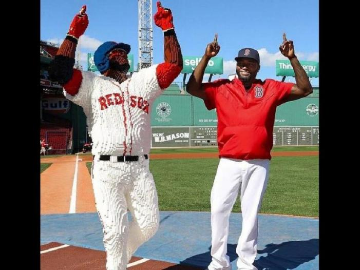 David Ortiz recibe una estatua de Lego