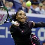 ARCHIVO - En esta imagen de archivo del jueves 8 de septiembre de 2016, Serena Williams devuelve la pelota a la checa Karolina Pliskova durante las semifinales del Abierto de Estados Unidos en Nueva York. (AP Foto/Darron Cummings, Archivo)
