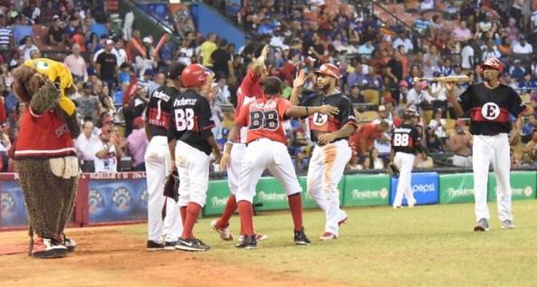 Leones vencen Águilas y marchan segundos en semifinal del béisbol dominicano