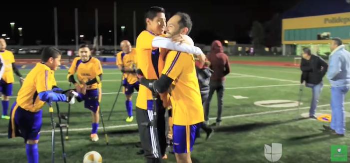 Video: Futbolista de Tigres UANL juega con un equipo de amputados