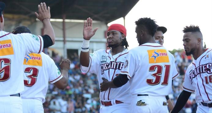 """Los Gigantes """"merodean"""" la clasificación a la final del béisbol dominicano"""