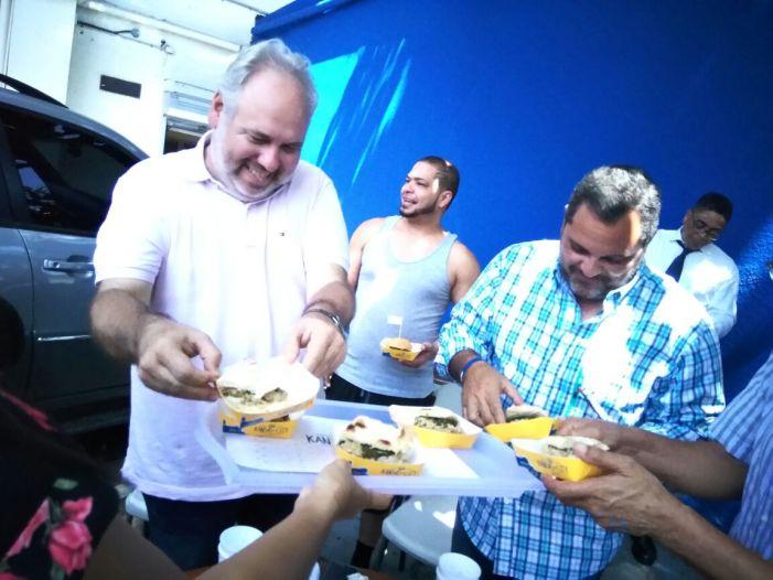 Sándwiches 'Kansas City' ofrece degustación a personal del Licey