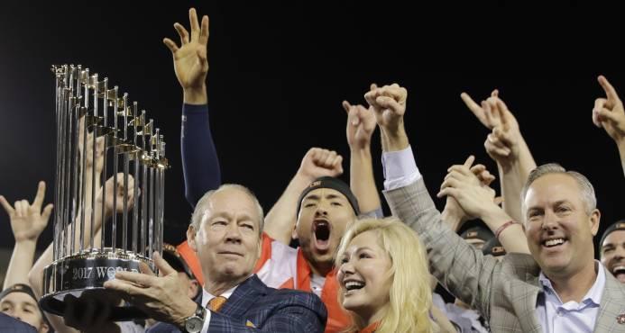 Y los Astros son los campeones de la Serie Mundial; Springer es escogido el Más Valioso
